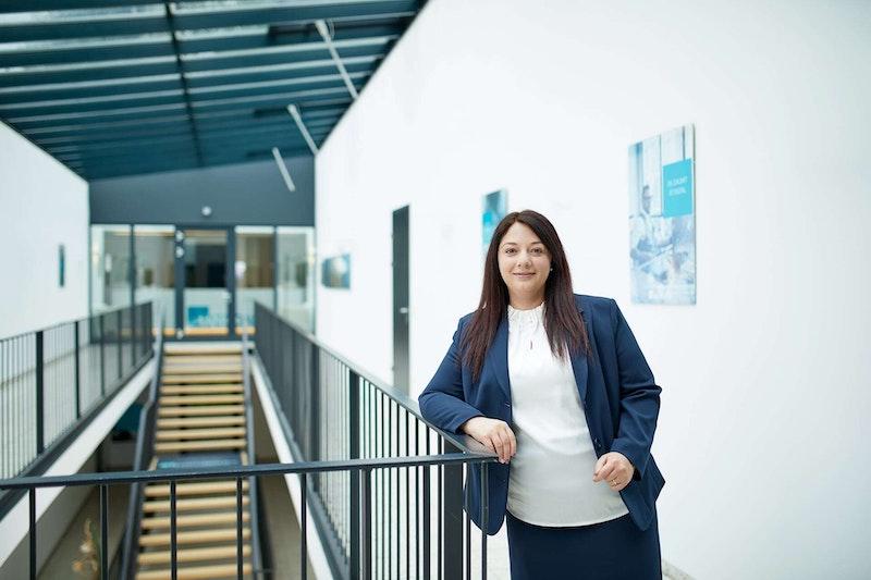 Partner-Portrait Mag. Sandra Hangöbl der Uniconsult Steuerberatung in Linz, Peuerbach, Ried im Innkreis